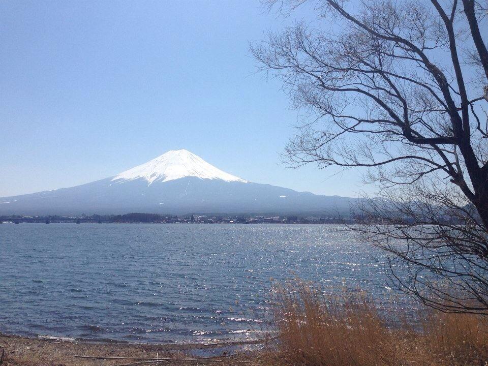河口湖に鎮座する富士山