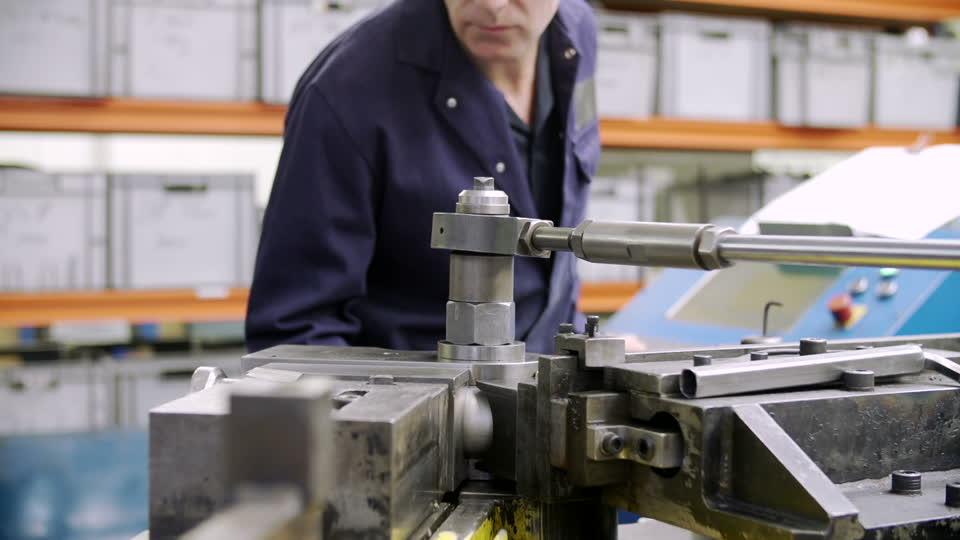 金属加工の工場_001